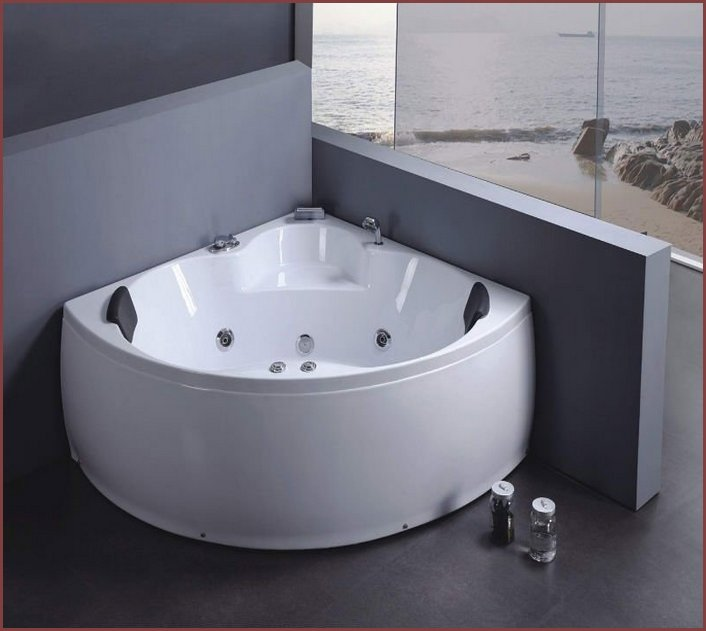 Small corner bathtubs home design for Corner tub decorating ideas