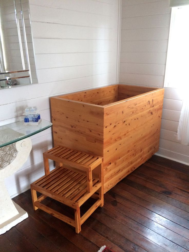 Japanese deep soaking tub ofuro soaking tubs the vibe for Best soaking tubs 2016