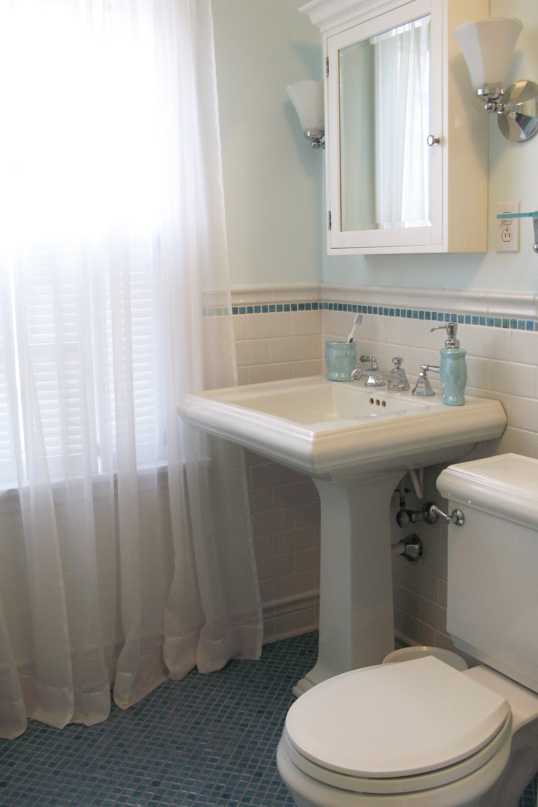 - Pedestal Sink With Backsplash - Everything You Need To Know About