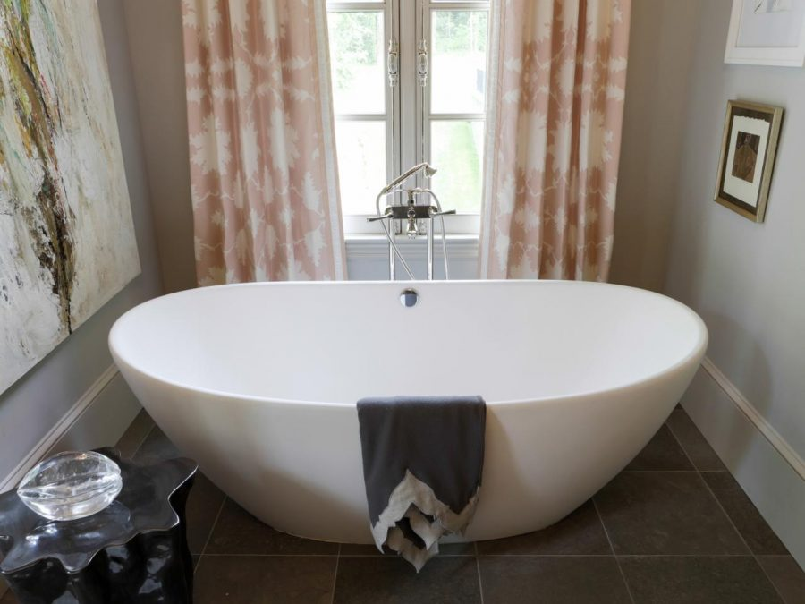 Oversized Soaking Bathtubs
