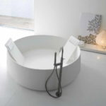 Round Soaking Bathtubs
